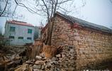 實拍皖北偏僻農村,村裡樓房舊屋、水泥路泥濘路、家庭轎車都有