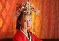 她是權臣之女,嫁給皇帝為妻,父親殺死皇帝之後,她殉情而死