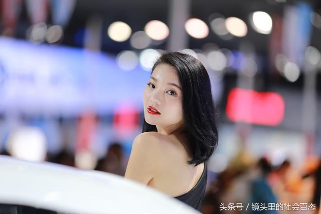車展現場,漂亮模特雲集場面火爆,中外模特大比拼,中國模特完勝