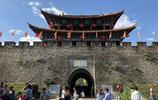 雲南這座最美古城,每天人氣火爆美女如雲,成都重慶人開車來度假