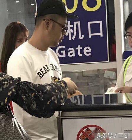 沈夢辰杜海濤一起現身機場,沈夢辰大秀性感美腿!