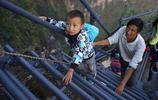 """四川懸崖村""""新天梯""""修好了,但看著孩子們揹著書包爬800米的懸崖去上學,還是很心酸"""
