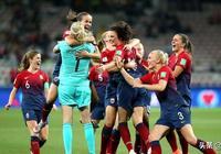 女足世界盃亞洲最強代表被淘汰 點球大戰前亞洲足球小姐一腳打飛