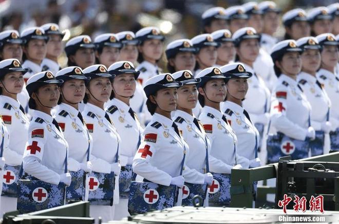 哪國顏值最高:各國閱兵式上的女兵照