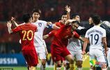 """國足1-0韓國 尹鴻博""""被踢""""引雙方球員衝突"""