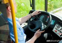公交車除了駕駛員,應該再配一個乘務員,全國實行