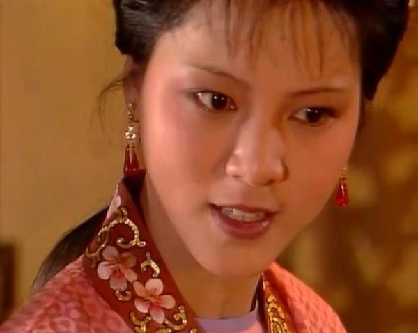 """紅樓夢:王熙鳳為何要為花襲人精心籌劃一場隆重的""""省親""""之旅?"""