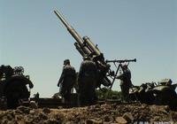 誰說高射炮只能往高打?隆美爾拉平高射炮,瞬間轟滅英軍坦克營!