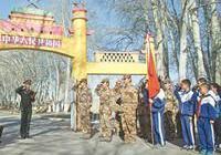 """新疆首個""""大學生愛國主義和國防教育基地""""掛牌"""