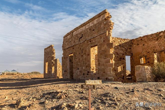 """被專家坑出的""""鬼城"""":神理論導致小鎮荒廢,如今逐年被沙漠吞噬"""