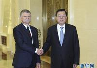 張德江與匈牙利國會主席克韋爾舉行會談