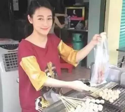 """和明星撞臉的路人,服務員""""吳亦凡"""",賣燒烤的""""迪麗熱巴"""""""