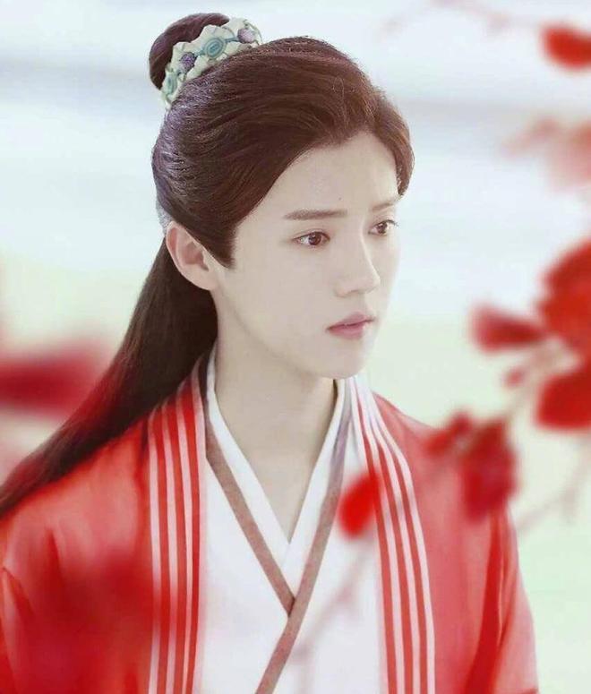 當愛豆身著紅衣,王俊凱、蔡徐坤、易烊千璽等,你最服誰的顏值?