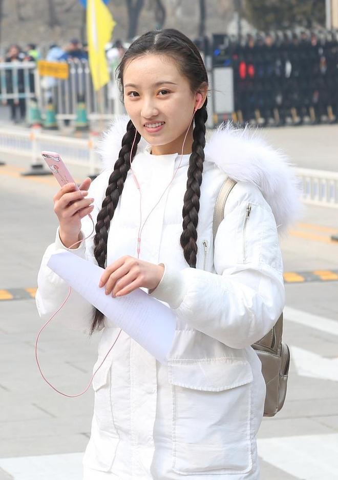 """北京電影學院藝考初試,""""小Baby""""""""小殷桃""""俊男美女齊聚"""