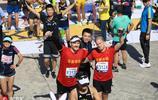2017北京馬拉松比賽 選手到達終點興奮慶祝
