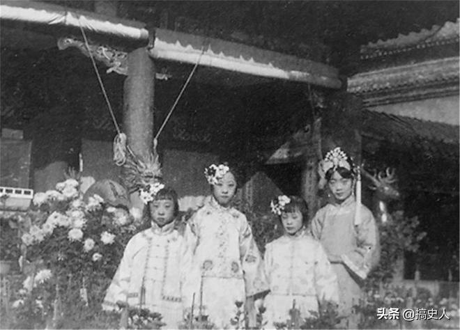 老照片:溥儀的五個妹妹,圖1溥儀的三妹比婉容皇后還漂亮!