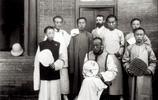 歷史的參照:她的影像記錄下100多年前的街頭百姓