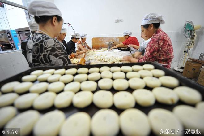 你知道月餅是用模具製作出來的嗎?那些百年以上的模具都成文物了
