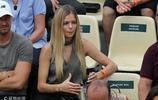 法網-拉奧尼奇女友看臺觀戰 金髮披肩氣質優雅