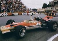 F1賽車為什麼不用四驅呢?                     F1賽車為什麼不用四驅呢?