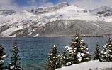 旅途中的風景:加拿大著名的觀景大道冰原公路上最大的湖泊弓湖,也是這條公路上最美的風景之一
