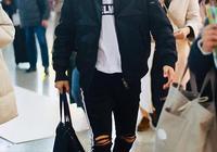 張傑現身機場,褲子太搶鏡,網友:難道是錯穿了謝娜的!
