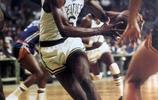比爾·拉塞爾(Bill Russell),是前美國NBA職業籃球運動員,主要位置為中鋒