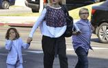 美女歌手格溫·史蒂芬妮帶娃出行,只是她好像還沒結婚吧?