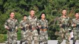 廣東嘉應學院新生軍訓會操中精彩的教官擒拿格鬥表演