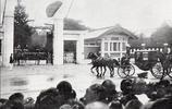 比較少見的老照片:明治天皇去世之後,日本人在祈福、悼念