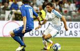 足球——國際友誼賽:意大利勝烏拉圭