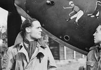 無腿飛行員擊落22架德機!被俘後受德軍禮遇,英國專門空投假肢
