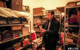 大叔情迷收音機40餘年,家中收音機1100多臺,親手做收音機送朋友