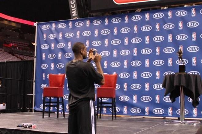 跪行救球!香檳敬腿!德維恩韋德留給NBA球迷的六大感動瞬間