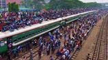 孟加拉國宰牲節返鄉大潮為了回家過節 火車頂坐滿人