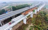 湖北襄陽:蒙華鐵路湖北段架樑過漢江