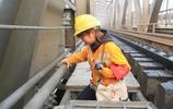 實拍:25歲鐵路女看守工的日常,夜幕降臨後最難熬