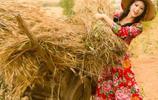 麥收時節妹子回家幫忙,辛勤的勞動才能換來衣食無憂