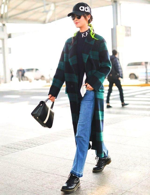終於知道藍盈瑩不穿裙子要穿褲子,這樣就能單手插兜,痞帥痞帥的