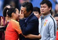 令人動容!中國女足艱難出線,56歲老帥和21歲美女門神都哭了