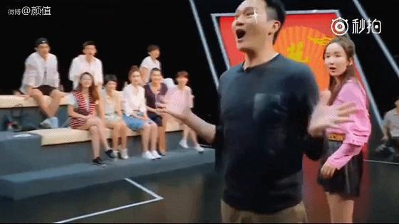 張智霖模仿袁詠儀買名貴包包!太生動了!袁詠儀被黑慘!