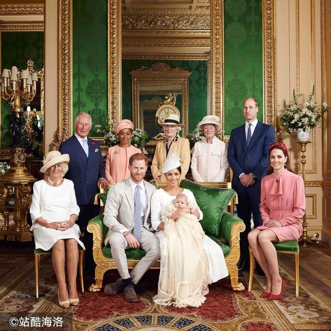 哈里梅根寶寶受洗拍全家福女王缺席 梅根媽媽與戴妃姐妹罕見亮相