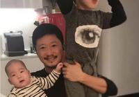 謝楠晒出吳京跟兒子照片,吳京與小兒子表情同步,父子倆默契十足