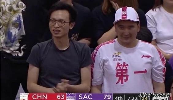 遼寧球迷集結,郭艾倫夏季聯賽首秀場邊出現身穿遼寧冠軍T恤球迷,你怎麼看?