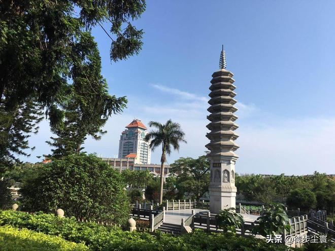 廈門市有一寺廟,其地理位置得天獨厚,成為了眾多香客的朝拜聖地