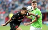 足球——德甲:勒沃庫森平沃爾夫斯堡