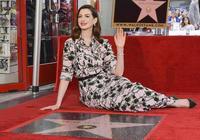 安妮·海瑟薇留名好萊塢星光大道