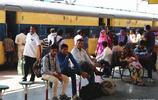 直擊印度火車一幕,從不關車門,人群擠滿門口,一點也不擔心安全問題