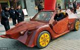 小夥造紅木跑車載全家拉風,造價10萬堪比法拉利,出多少錢都不賣
