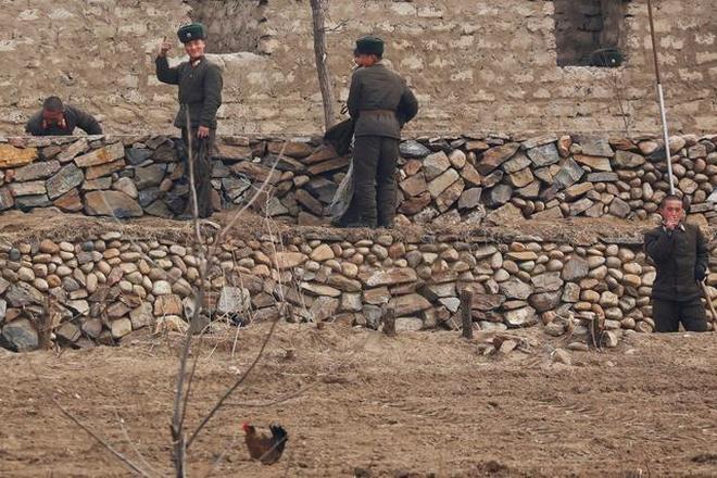 實拍與中國隔江相望的朝鮮民眾百態,一橋之隔千差萬別